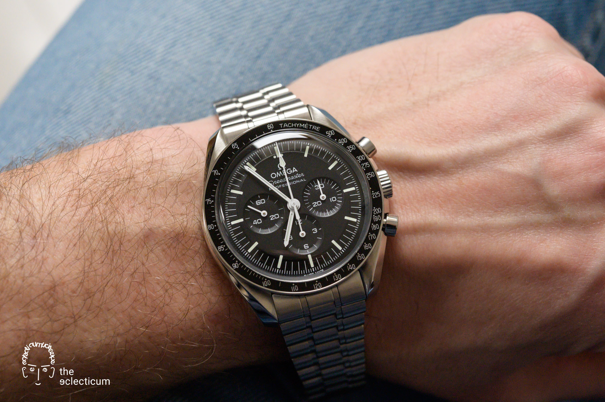 Omega Speedmaster Moonwatch Cal. 3861 wristshot