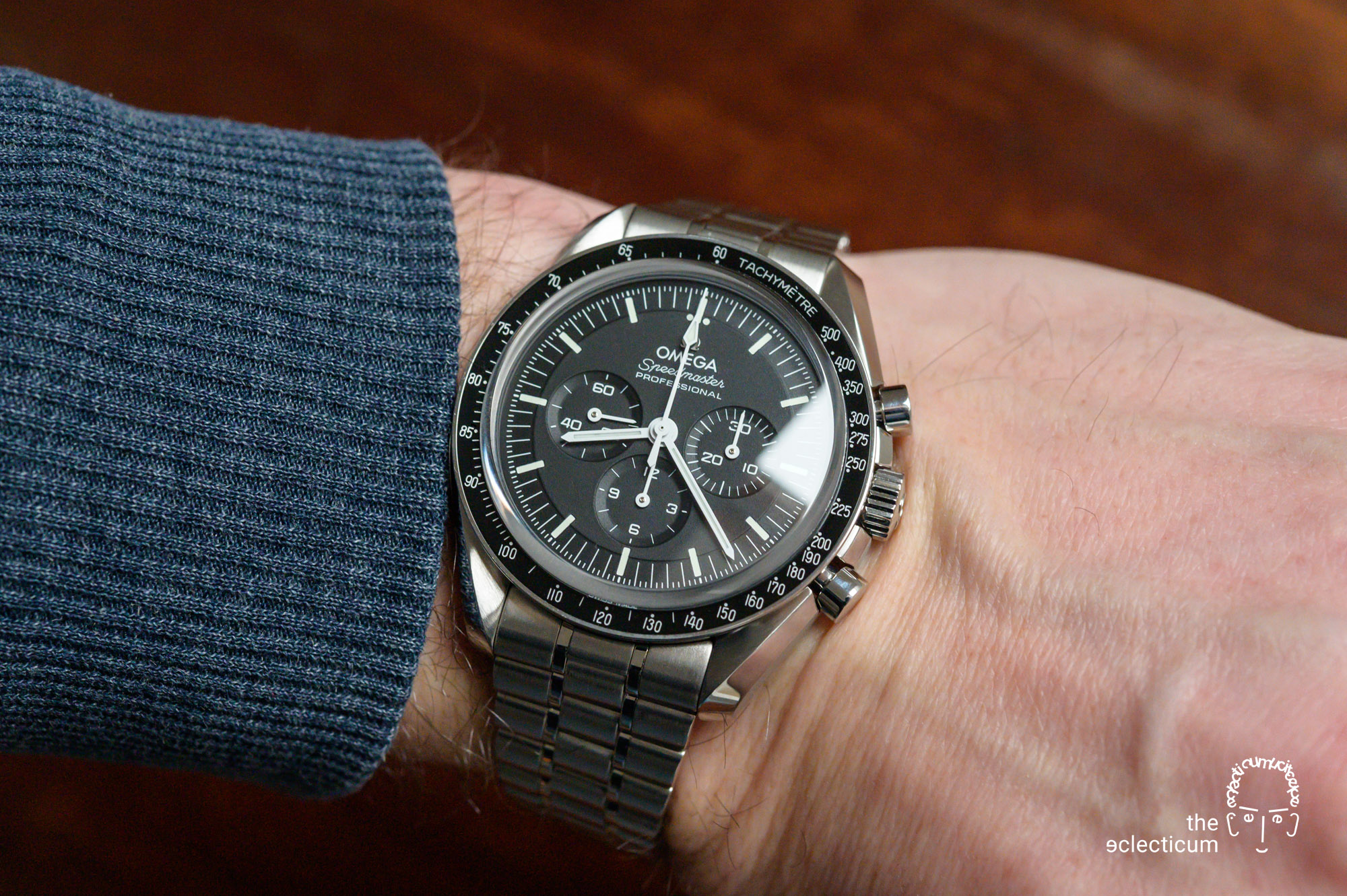 wristshot Omega Speedmaster Moonwatch Cal. 3861