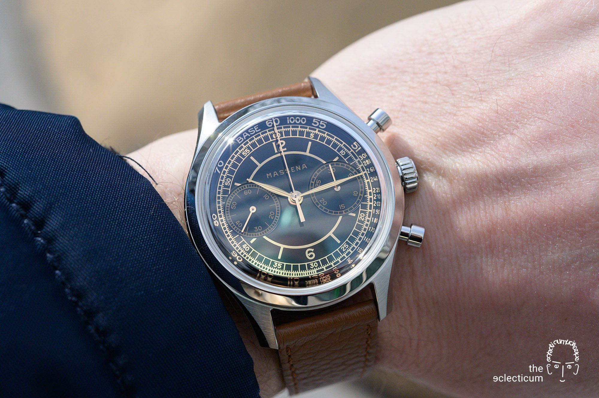 Massena Lab Archetype 0.0 gilt dial sellita SW 510 M William Rohr chronograph wristshot