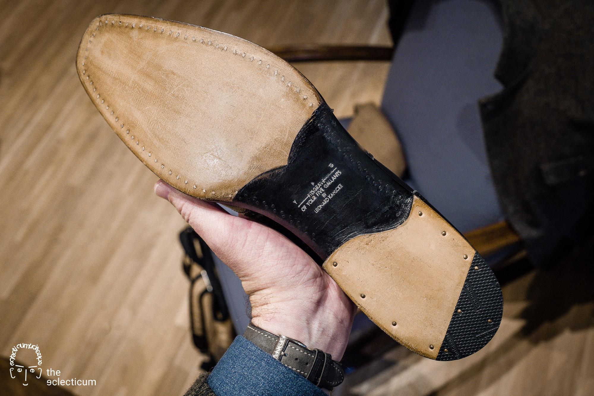 wood-pegged shoes