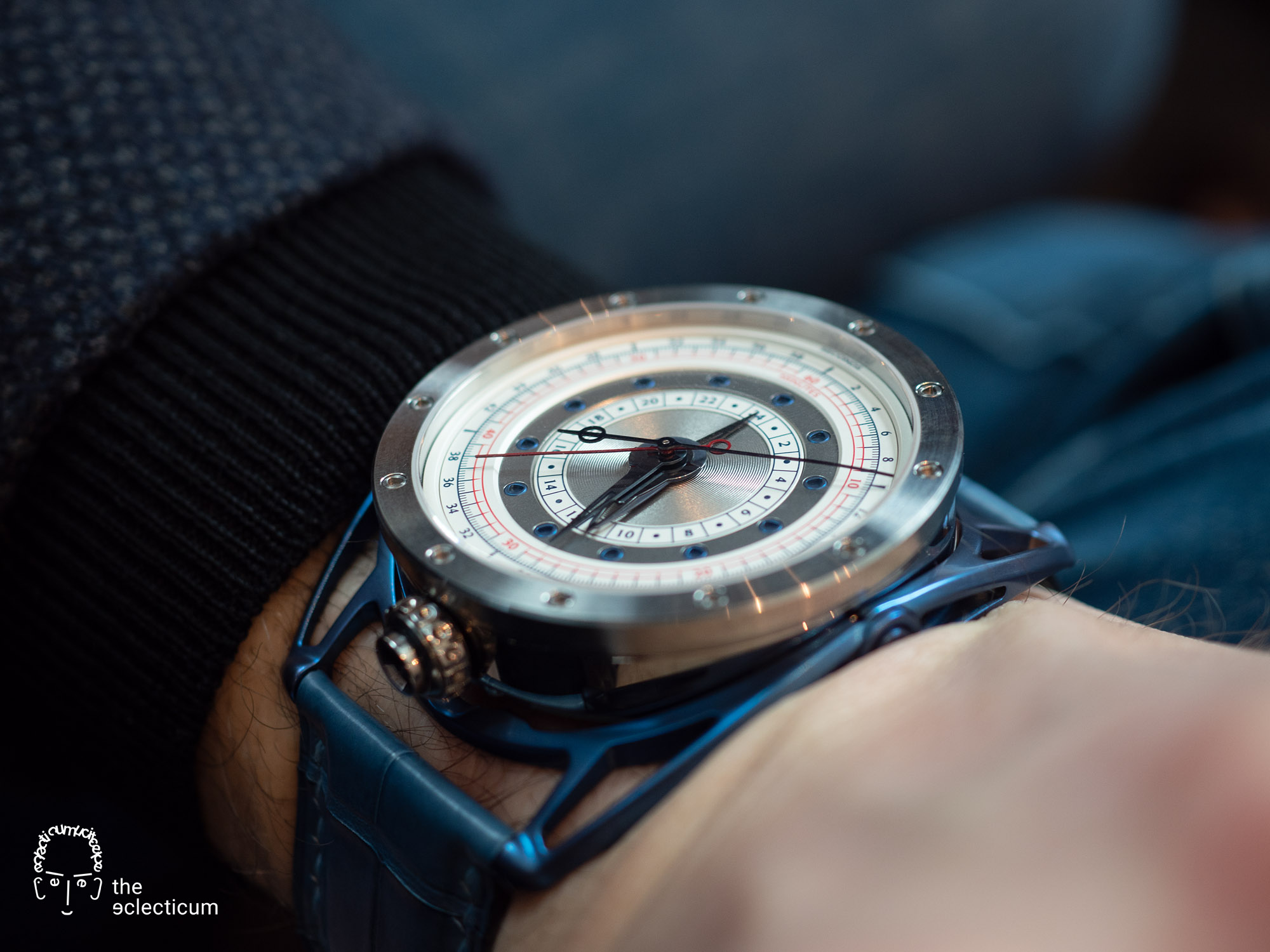 De Bethune DB21RE MaxiChrono Reedition chronograph central stack manufacture wristshot